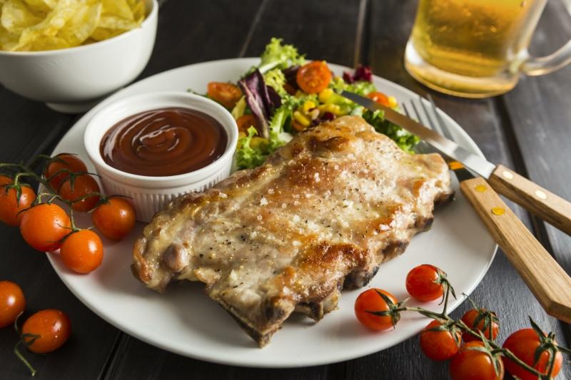 costine al forno con salsa barbecue